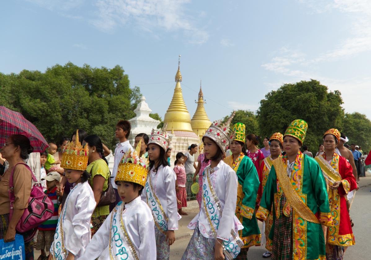 Intronisation des jeunes moines à Mandalay