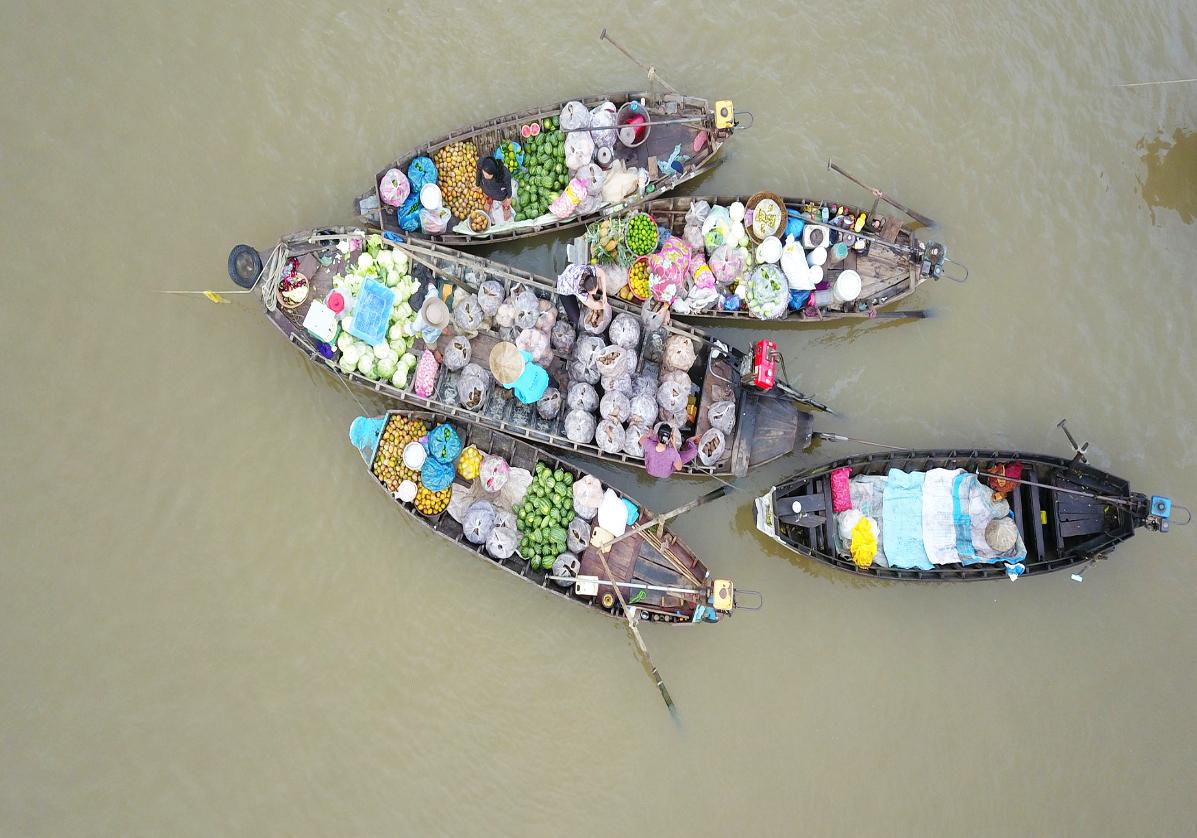 Marché flottant de Cai Be dans le delta du Mekong