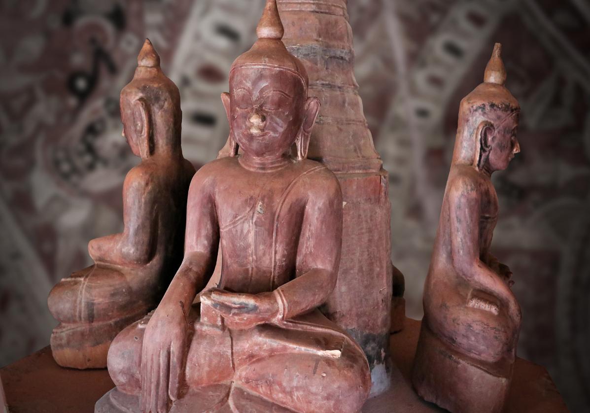 Statues de Bouddha aux grottes de Po Win Taung