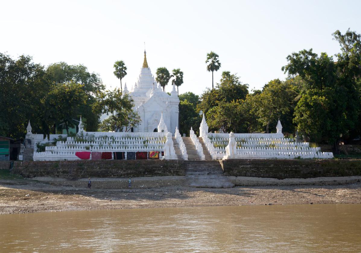 Mingun et ses temples sur l'Irrawady