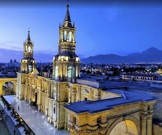 La cathédrale d'Arequipa dans la lumière du soir