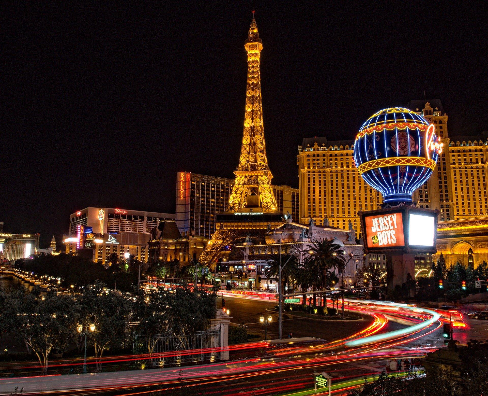 La Tour Eiffel de Las Vegas, ville des lumières