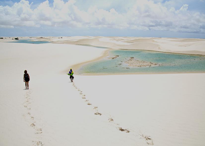 trek dans les dunes de sable blanc du Lençóis de Maranheses