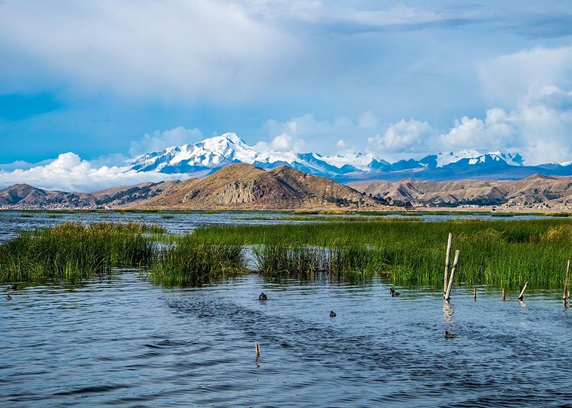 Panorama de la cordillère sur le lac Titicaca