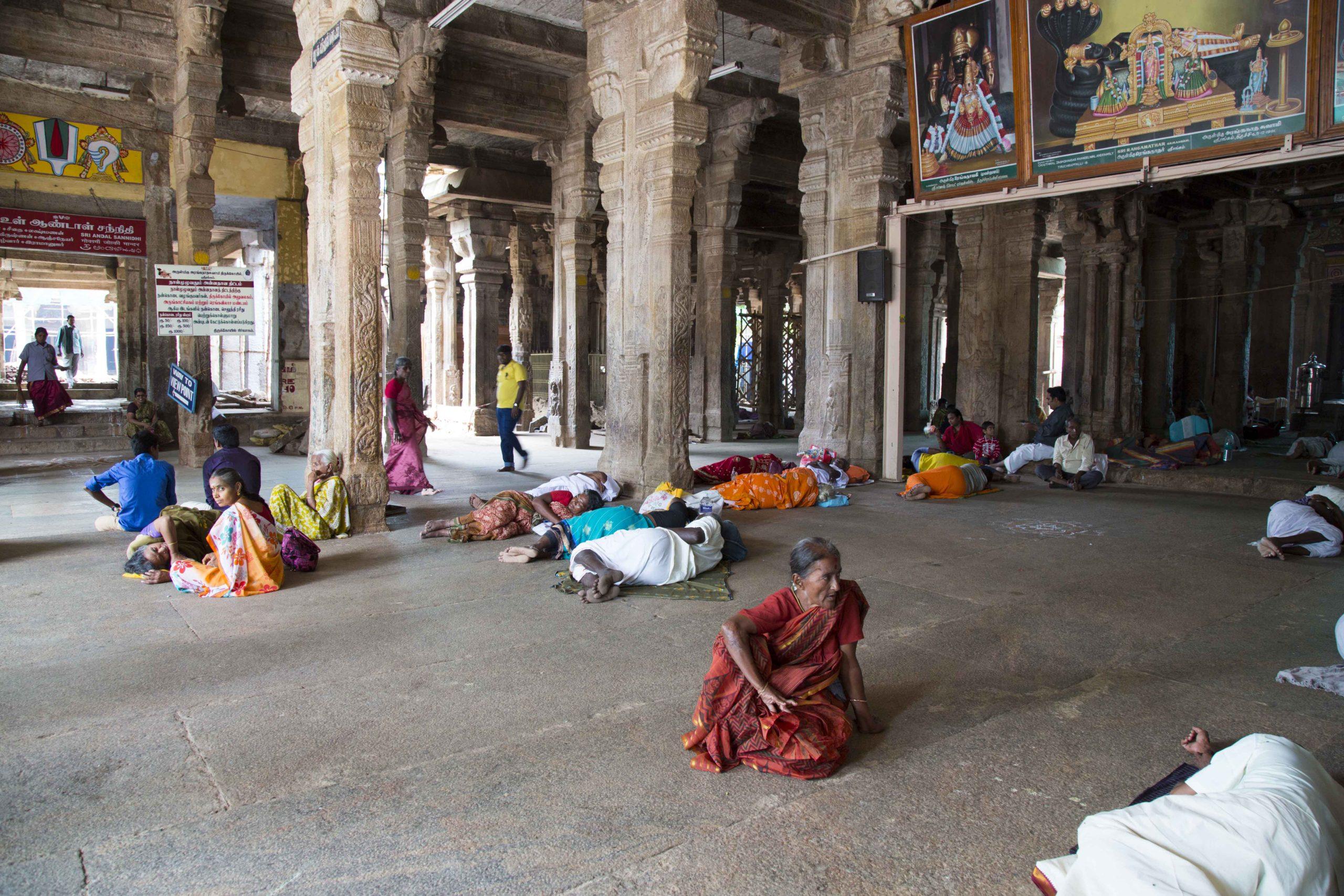 La vie des indiens dans le Temple de Kailashanatha