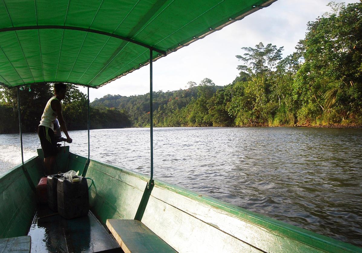 Pirogue pour le Jamu Lodge en Amazonie