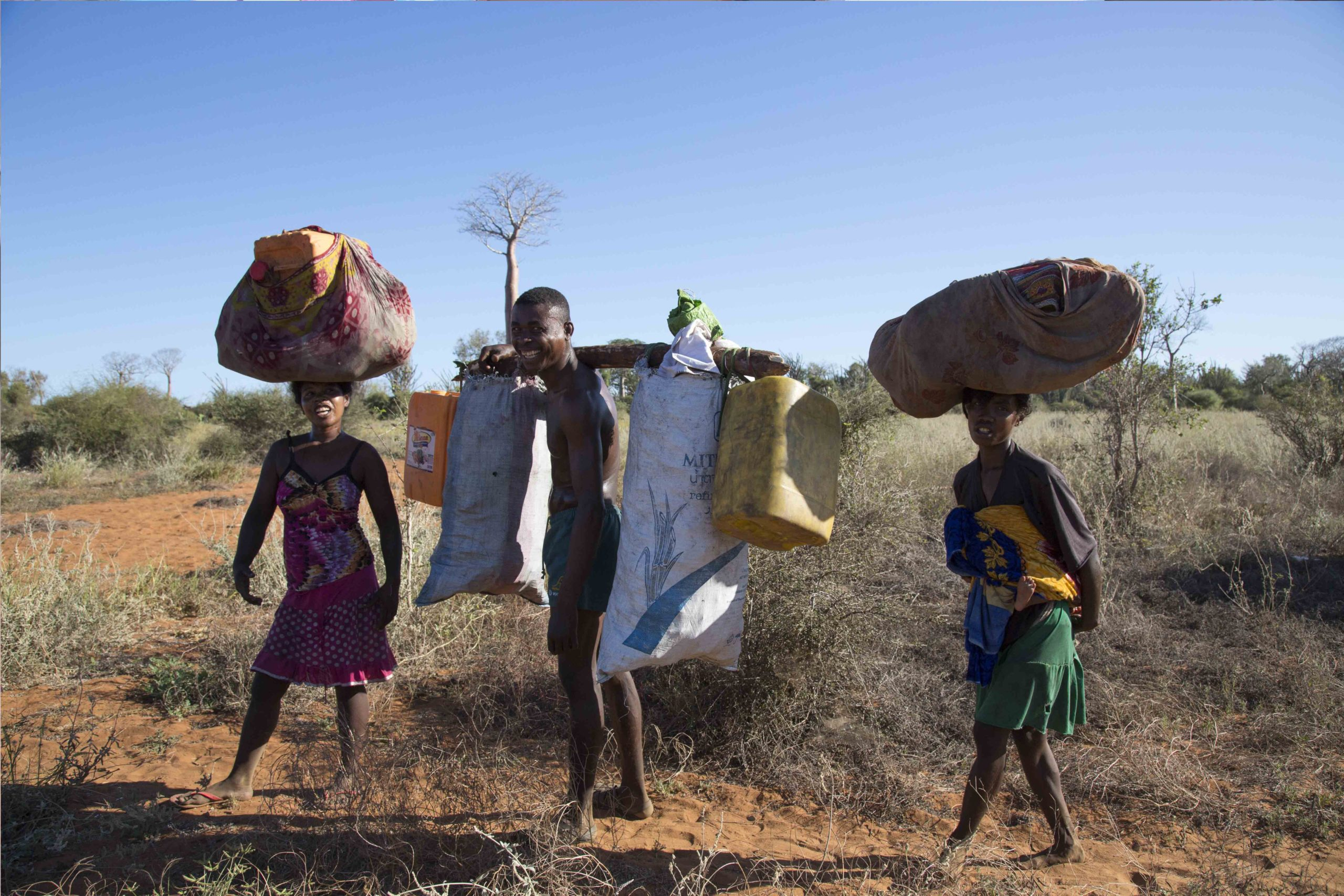 Observation de la vie malgache sur la piste vers Ifaty