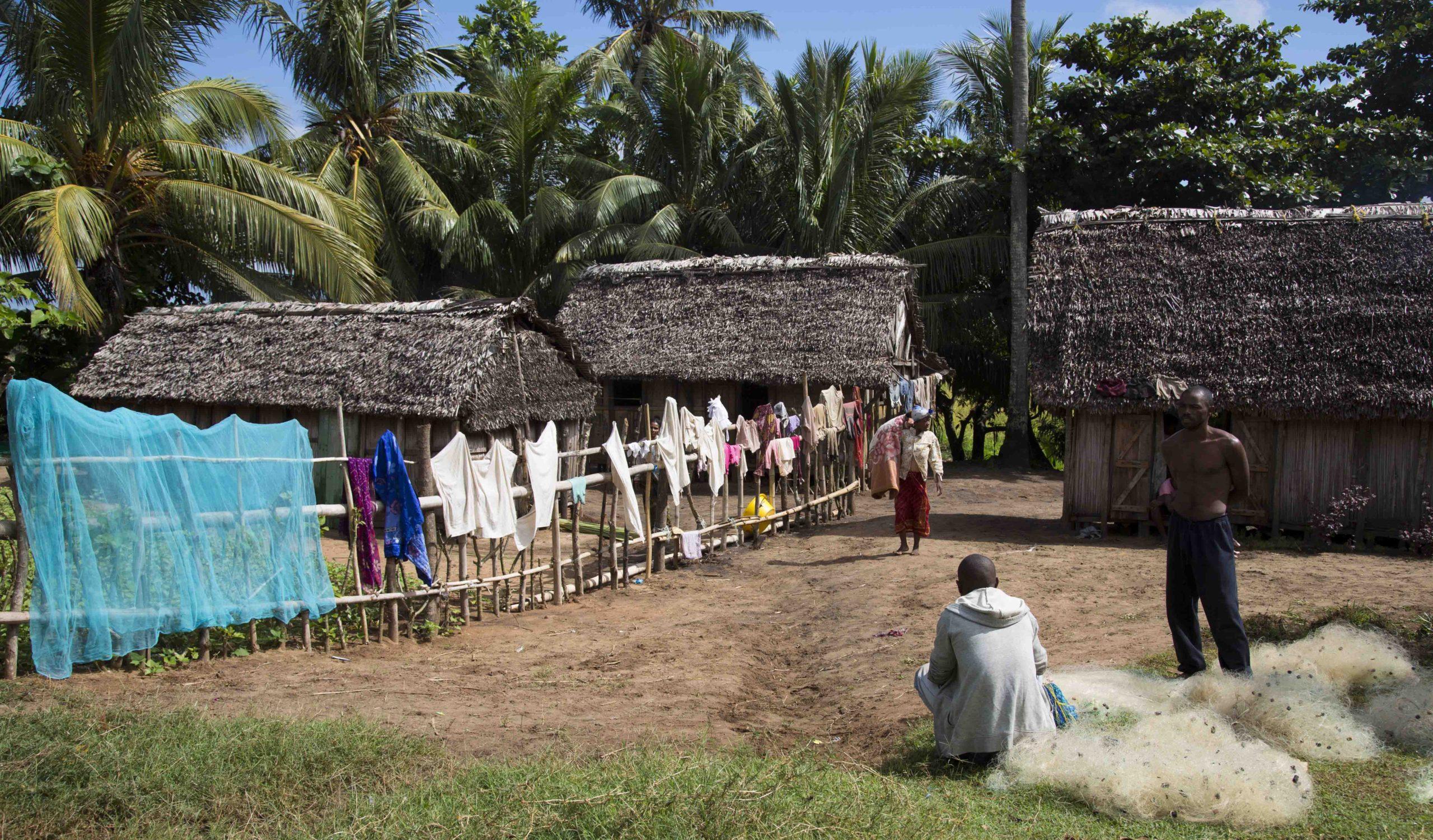 Piste entre dunes et villages vers Andavadoaka