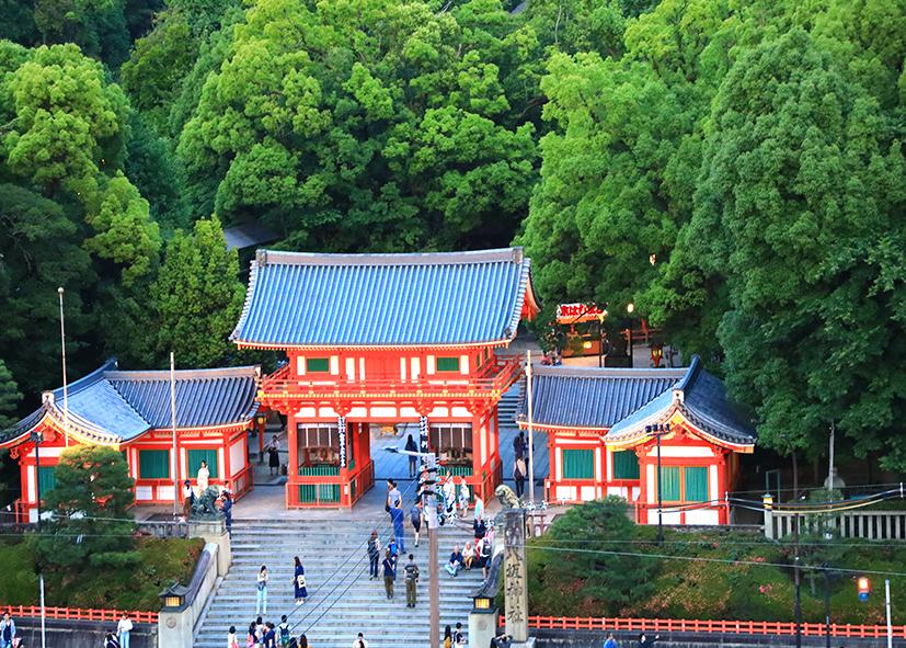 Entrée du sanctuaire Yasaga à Gion