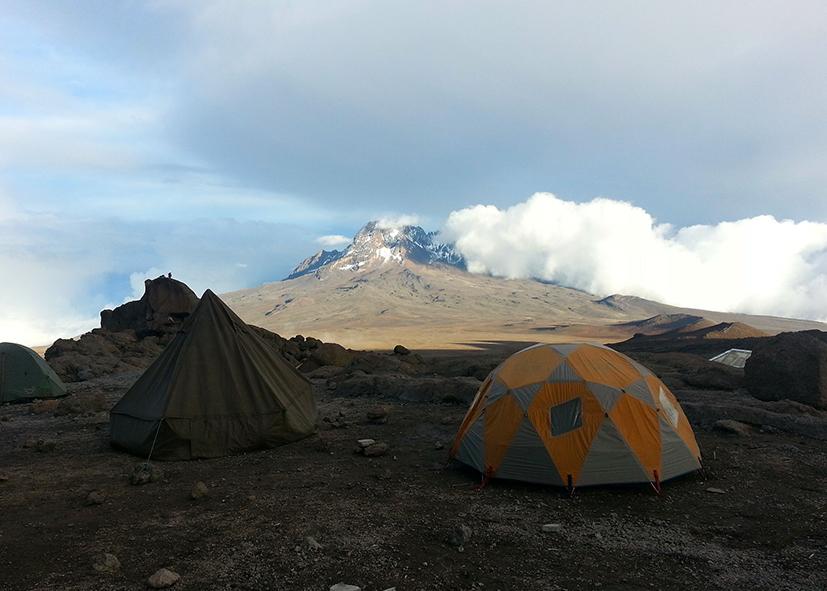 Camp de Machame Hut au pied du Kilimandjaro