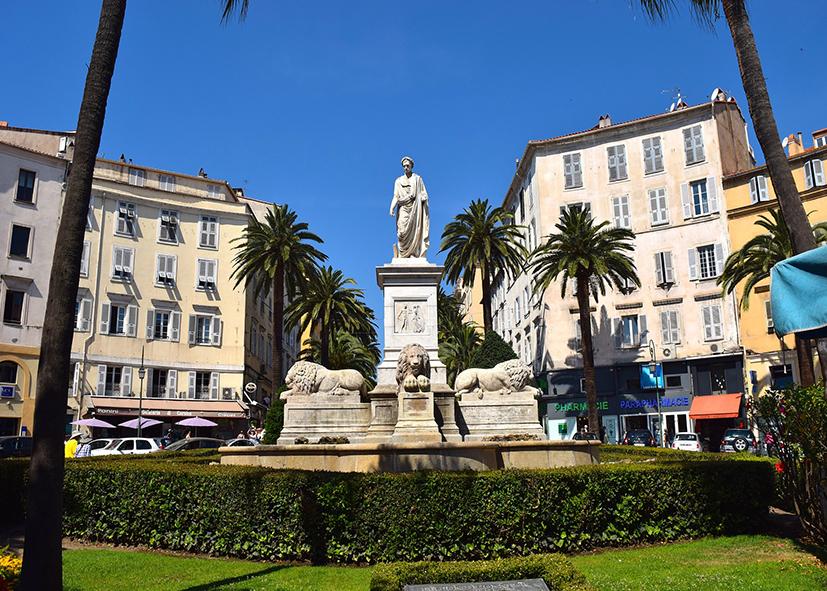 Monument Napoleon dans le centre d'Ajaccio