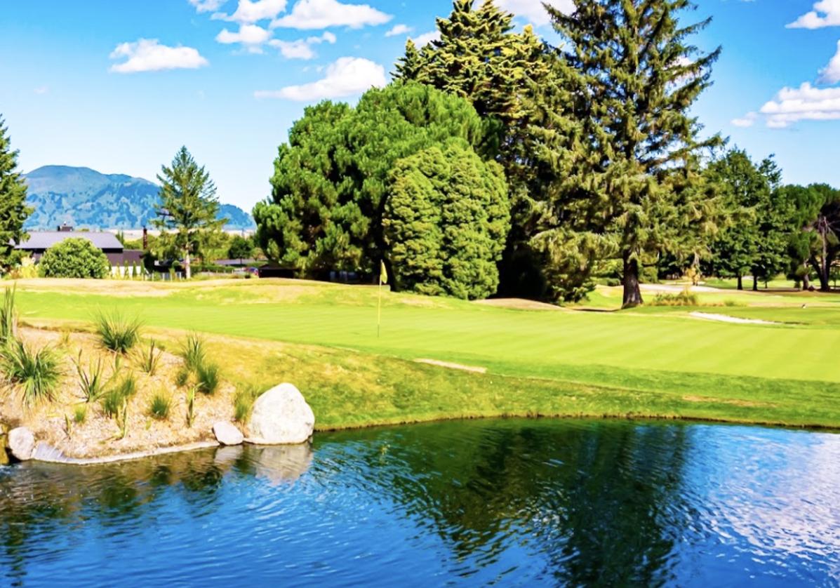 Wairakei Golf sur les rives du lac Taupo