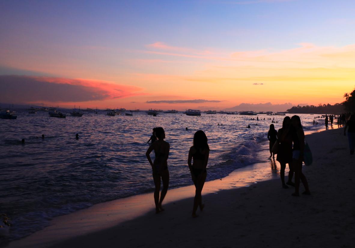 Coucher de soleil sur Alona sur l'ile de Panglao