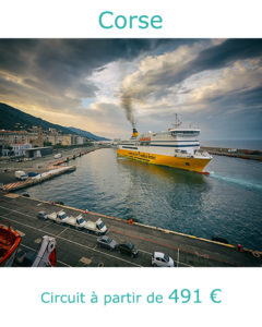 Ferry dans le port de Bastia, partie en Corse en Septembre avec Nirvatravel