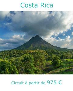 Volcan Arenal dans les nuages, partir au Costa Rica en avril avec Nirvatravel