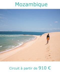 Marcheur sur la dune de Bazaruto, partir au Mozambique avec Nirvatravel