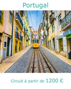 Tram dans une rue du centre de Lisbonne, partir au Portugal au mois de juin avec Nirvatravel