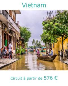 Barque dans Hoi An, partir au Vietnam en mars avec Nirvatravel